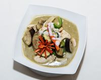 Picture of 33. Chicken Keaw Warn (Thai Green Curry)
